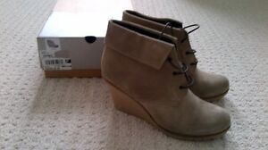 New - Women's Golden Rose Suede Boots/Shoes size US 10