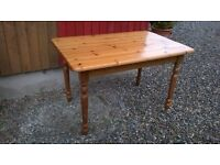 Pine table to seat 4/6