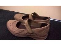 Clarks Nubuck 'Wave Walk' Shoes - Size 5