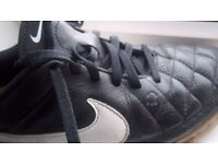 Nike Tiempo Genio Leather Indoor Mens Football Trainers - black / white - size 5