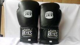 New customized celeto reyes boxing gloves available in all oz and all colours