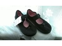 SIZE 10 BLACK CANVAS SHOES