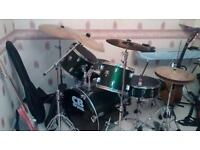 Drum kit ideal for beginners or christmas
