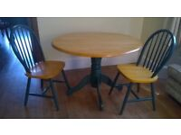 Dining table. Round table and 2 chairs.
