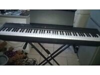ELECTRONIC YAMAHA KEYBOARD