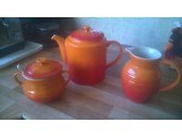 Le Creuset Teapot set
