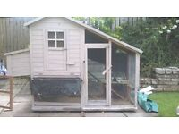 Large outdoor Rabbit Hutch/Chicken Coup