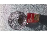 Gardman Nut ball peanut/fat ball feeder. Brand new with tags attached