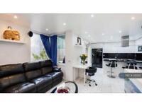 2 bedroom flat in Hunt Close, London, W11 (2 bed)