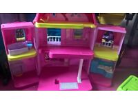 foldable dolls house with accessories