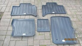 LANDROVER DISCOVERY SET OF 5 RUBBER MATS - UNUSED