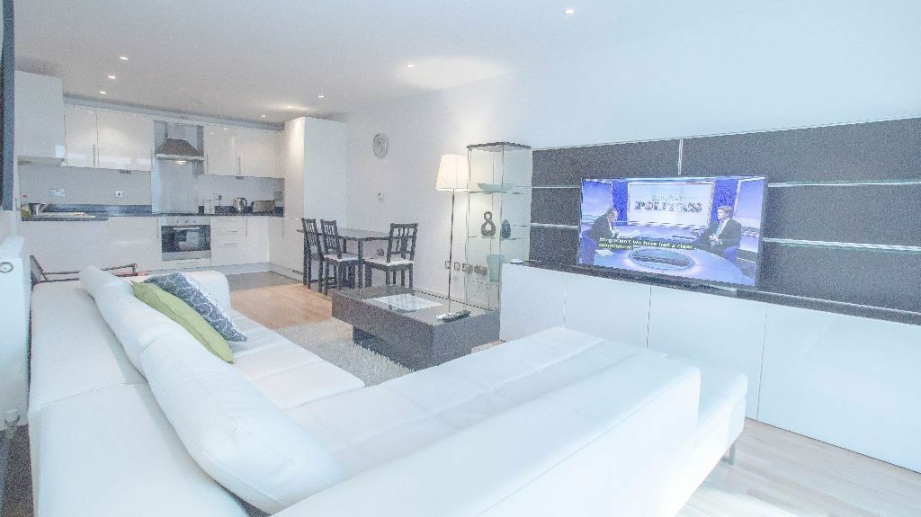 *SHORTLET* 2 BED ENSUITE APARTMENT IN CANARY WHARF