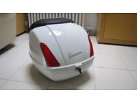 Vespa GTS Top Case, Top Box white