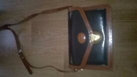 BEAUTIFUL ITALIAN LEATHER MARCHINO HANDBAG ONLY USED A FEW TIMES