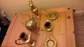 BRASS/BRASS/BRASS-ORNAMENTS COLLECTION OF COFFEE POTS/TEA-POTS/JUGS/CANDLE HOLDERS/SMALL TRAYS LOT