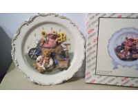 Teddy bear plaque two. (plates) - new boxed