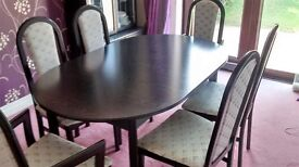 Dining Table and 6 Chairs. Table Extends.