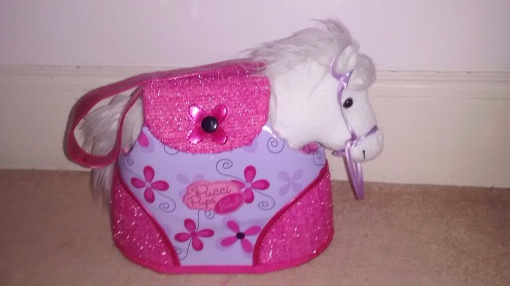 Horse cuddly toyin Harrow, LondonGumtree - Soft, cuddly toy horse with bridal, saddle and carrot. Perfect for 5 6 year olds. Amazing condition. Also comes with a pretty pink and purple carry bag with a window