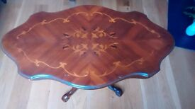 Beautiful vintage coffee table in good condition
