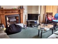 CHORLTON CENTRE EN SUITE HUGE DBLE ROOM house share £425 inc wi fi C Tax FRIENDLY Prof NS 30 ish