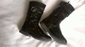 F & F GIRLS BLACK BOOTS UK SIZE 8 (EUR 26)