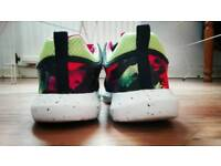 Sneakers size 4
