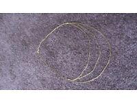 9CT GOLD 3 STRAND HERRINGBONE TWIST NECKLACE.