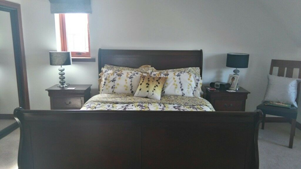 Mahogany effect kingsize sleigh bed and side tables