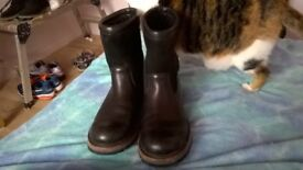 mens Uggs boots nearly new size 8