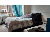 CHORLTON CENTRE NEW DBLE ROOM + EN SUITE house share £425 inc wi fi C Tax FRIENDLY Prof NS 30 ish