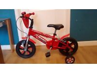 KIDS LIGHTENING MCQUEEN BIKE, WITH STABILISERS AND BELL. RED.