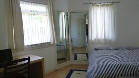 Bright and Spacious Double Room To Let Out Near City Centre