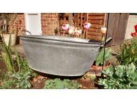 Super vintage galvanised tin bath. Ideal for garden/planter.