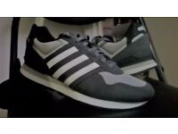 ! - FOR SALE SHOES ADIDAS - SIZE 10 - ONE TIME USE - IDEAL CONDITION - 30 POUNDS - !