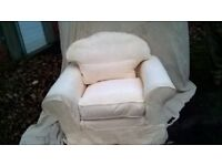 NATURAL VERY COMFORTABLE EASY CHAIR/WITH REMOVEABLE COVERS.QUALITY PIECE OF FURNITURE.