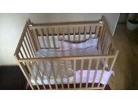 Baby cot very good condition 96cm/58cm perfect for flat or place with limited space .