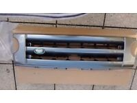 Land Rover Discovery 3 Front grille, fog lamp bezels and side vent