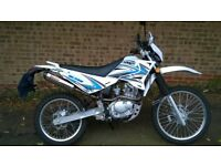 Sinnis Blade 125 Motorcycle. White, fitted with Toro exhaust in excellent condition.