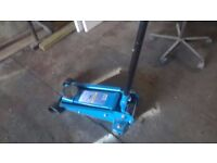 NEW HEAVY DUTY 3 TON PROFECINAL GARAGE FLOOR JACK ONLY USED FOR 1 JOB