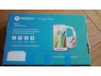 Brand new sealed Moto E3 + Pulse max headphones
