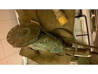 "Makita 9"" 110w grinder with diamond cutting disc"
