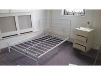 Metal double bed (mattress Inc)