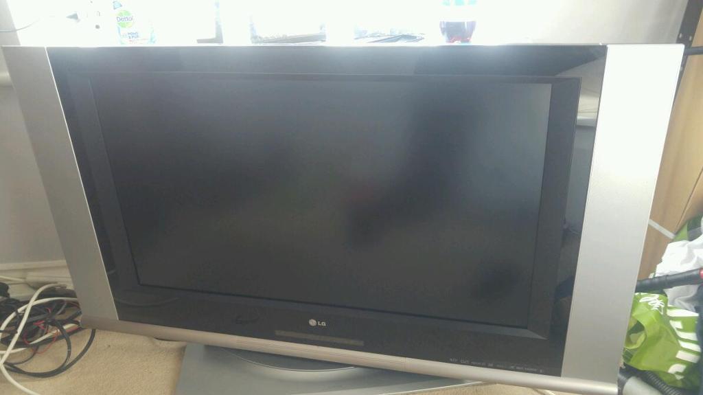 37 inch lg flat screen tv black and silver in stratford upon avon warwickshire gumtree. Black Bedroom Furniture Sets. Home Design Ideas