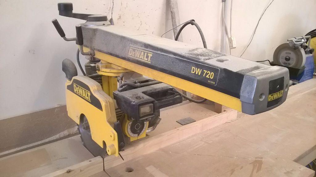 Dewalt Dw720 Radial Arm Saw In Good Working Condition In