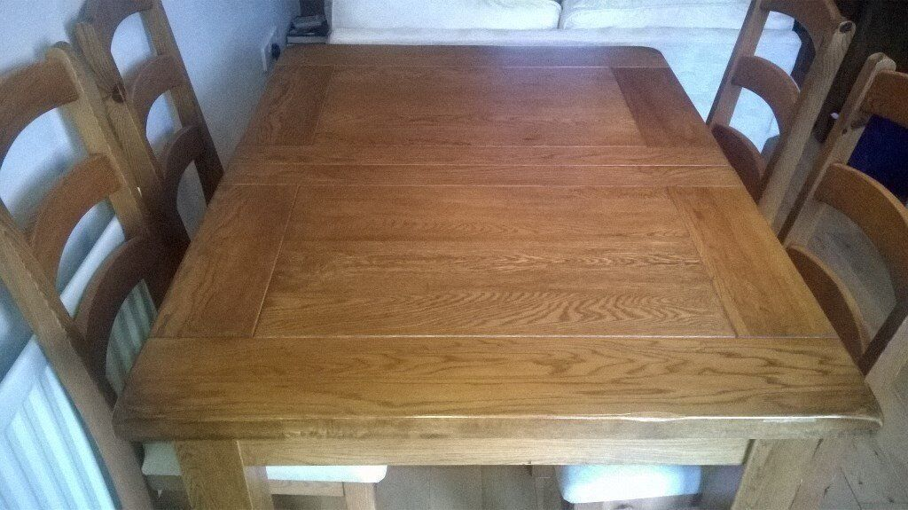 Solid Oak extendable dining room table