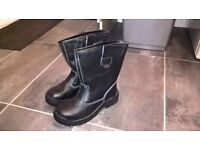 NEW black safety boots £10.