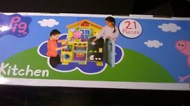 BRAND NEW !!!! PEPPA PIG 21 PIECE KITCHEN !!! NOW REDUCED !!!
