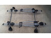 Ford Mondeo roof bars and 2 Thule bike carriers