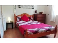 Double room: Beautiful Clean and spacious in a quiet location. (Living room not shared )