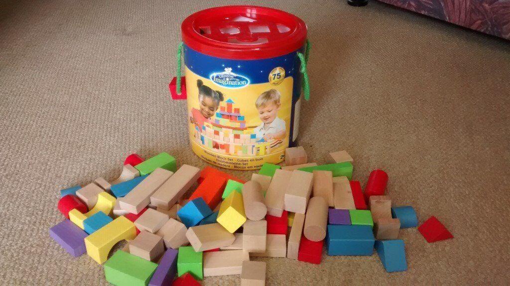 75 piece wooden blocks set